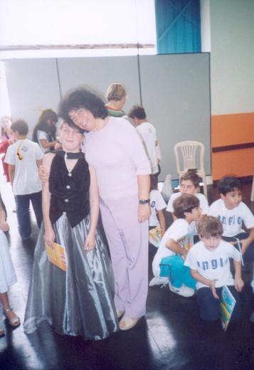 A autora com a aluna Thauani da 4.ª série EF